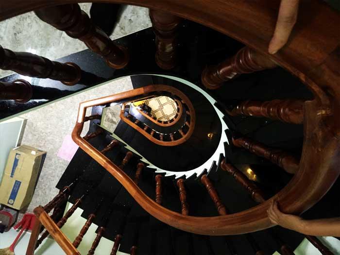 Cận cảnh góc cầu thang (2)
