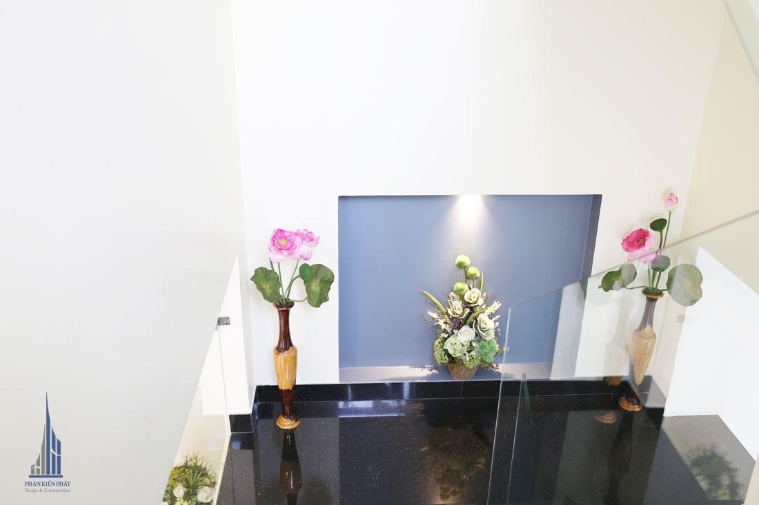Chiếu Nghỉ Được Trang Trí hài hòa, nổi bậc làm tăng thêm vẻ đẹp cho cả căn nhà
