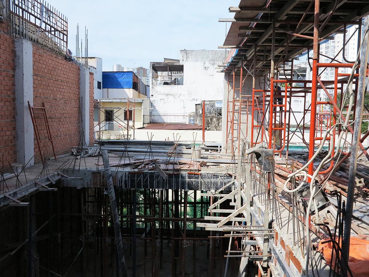 Công đoạn đóng cốt pha sàn tầng 5 góc 11