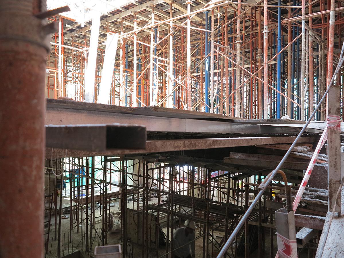 Công đoạn đóng cốt pha sàn tầng 5 góc 12
