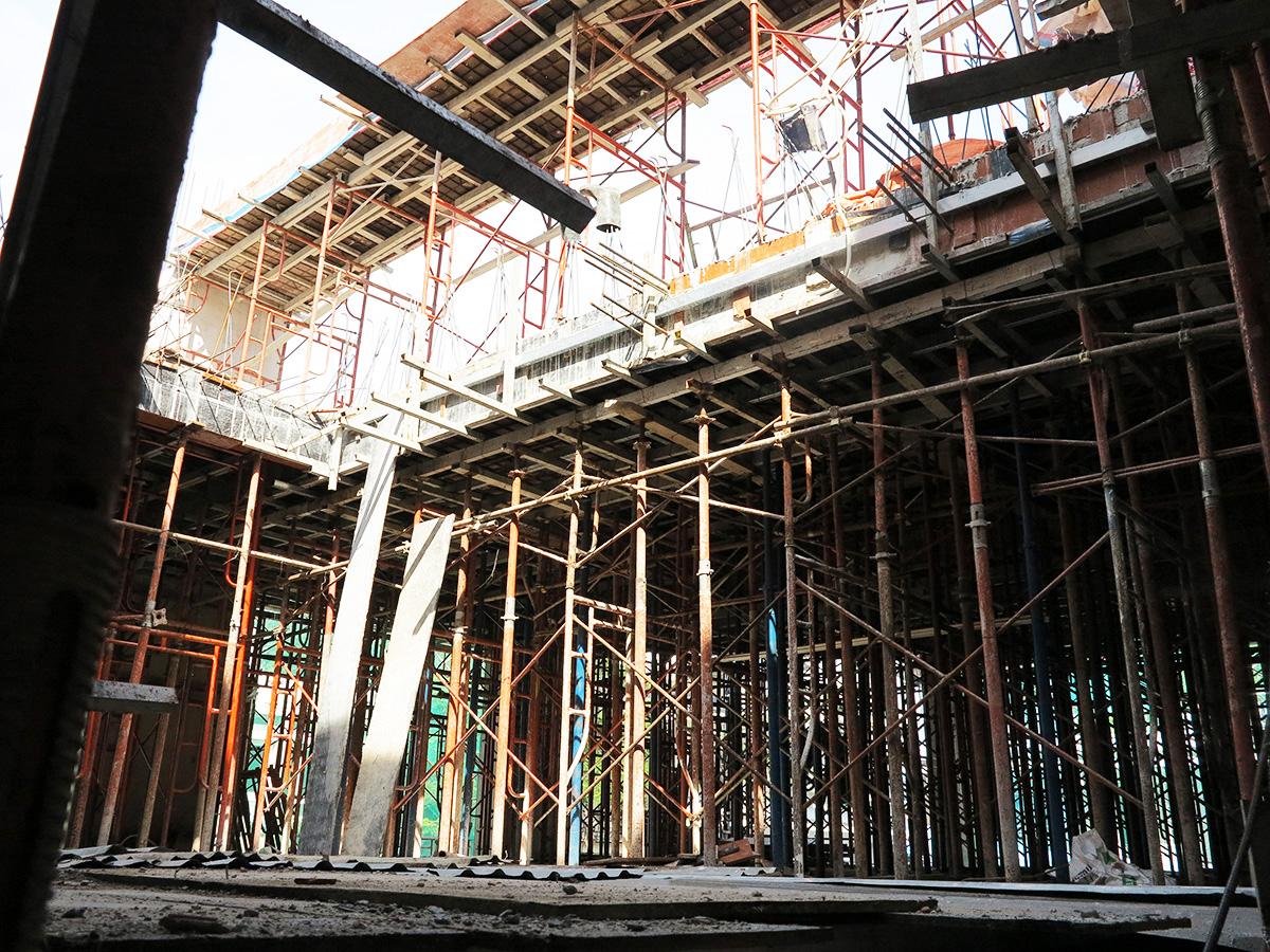 Công đoạn đóng cốt pha sàn tầng 5 góc 13