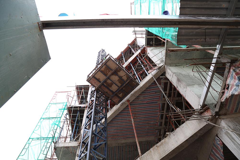 Công đoạn đóng cốt pha sàn tầng 5 góc 16