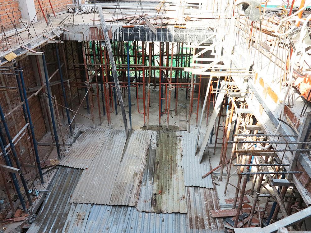 Công đoạn đóng cốt pha sàn tầng 5 góc 9