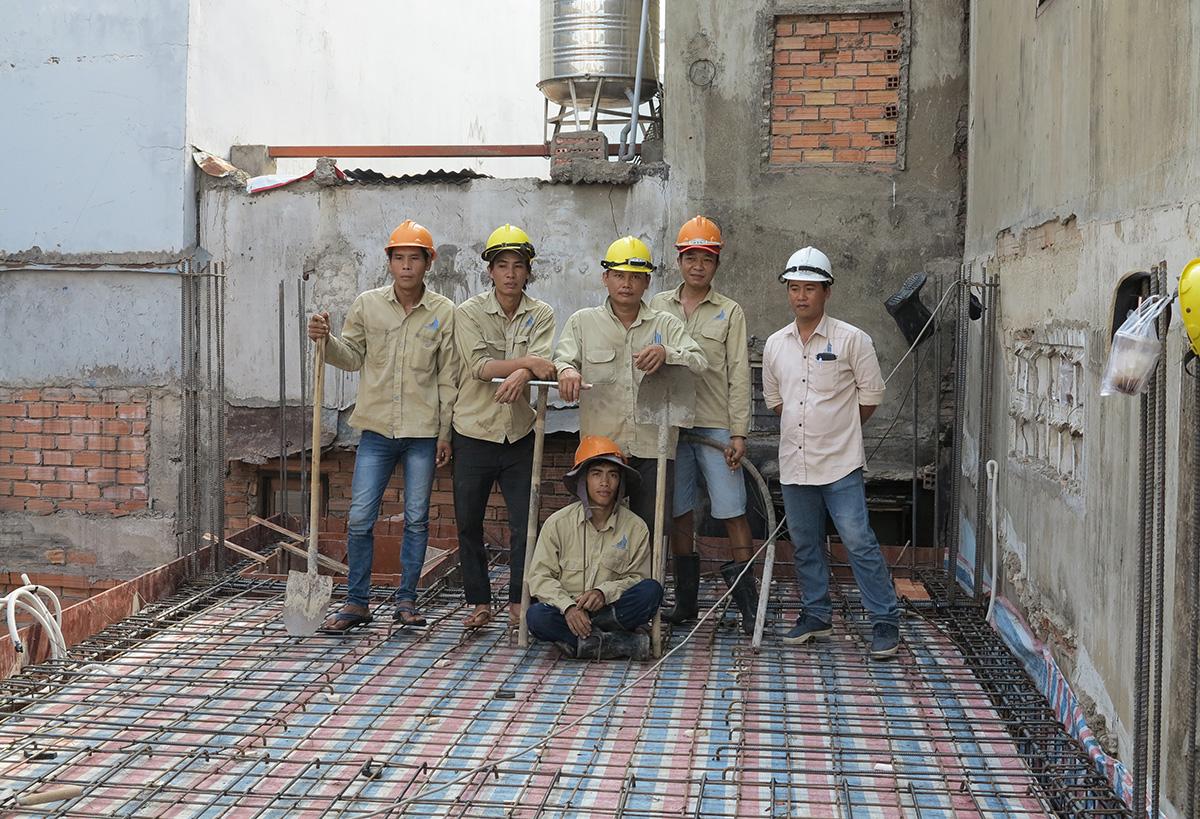 Đội Thợ chuẩn bị đổ bê tông sàn tầng 1