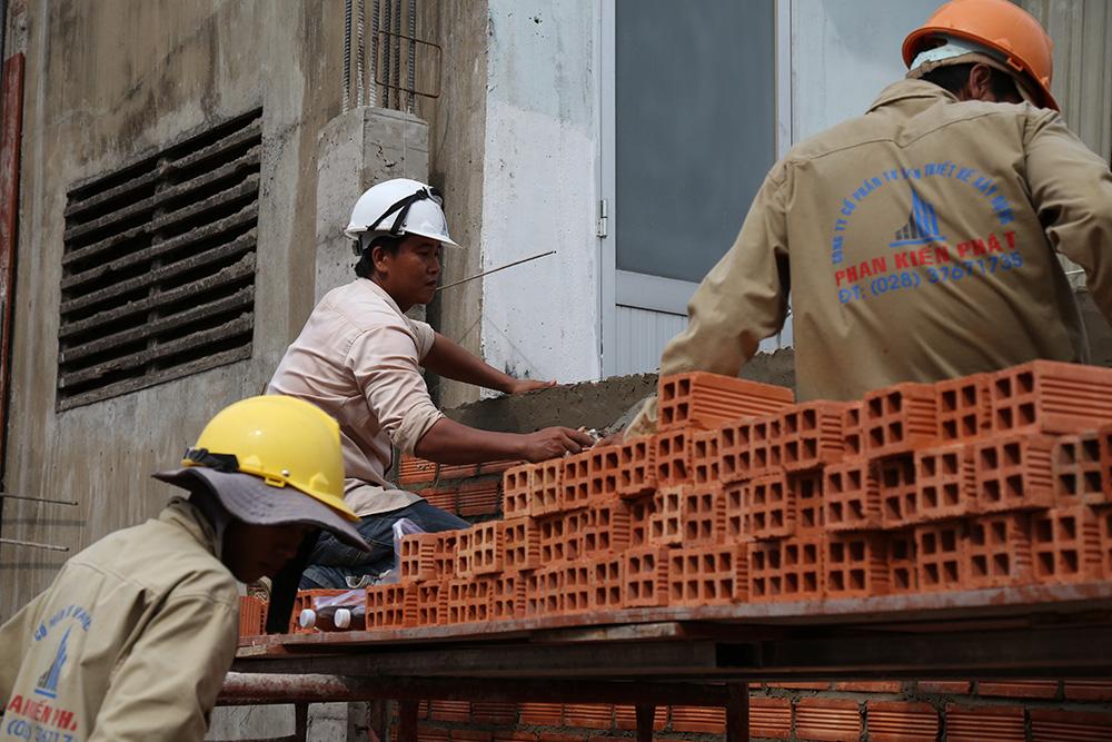 Công đoạn xây tường bao lầu 1