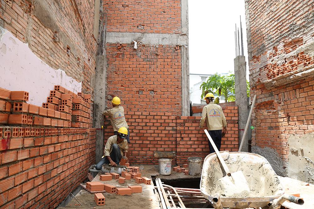 Công đoạn xây tường bao tầng trệt view 2