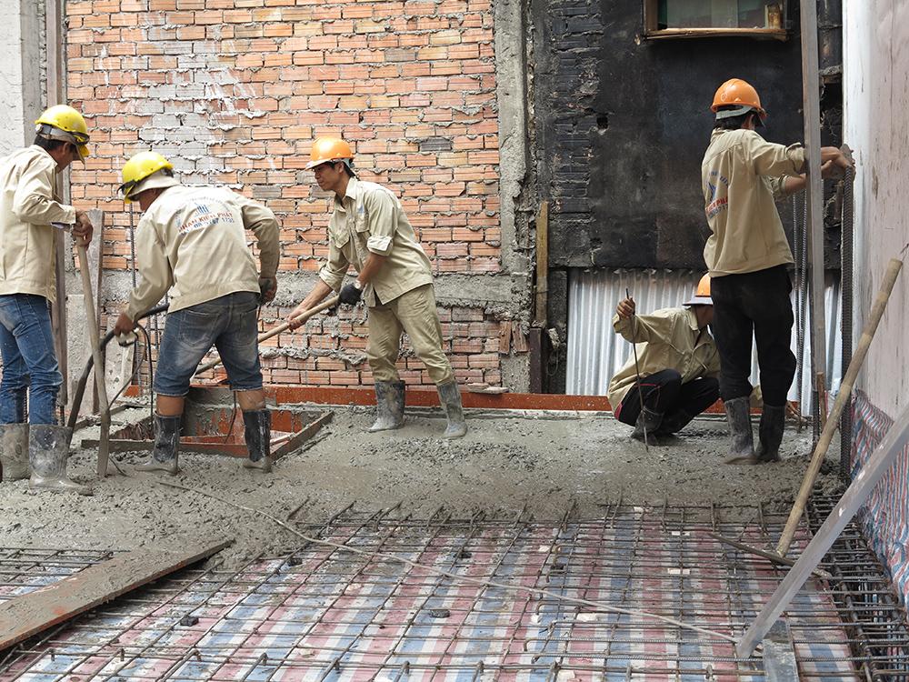 Công tác đổ bê tông sàn tầng lửng