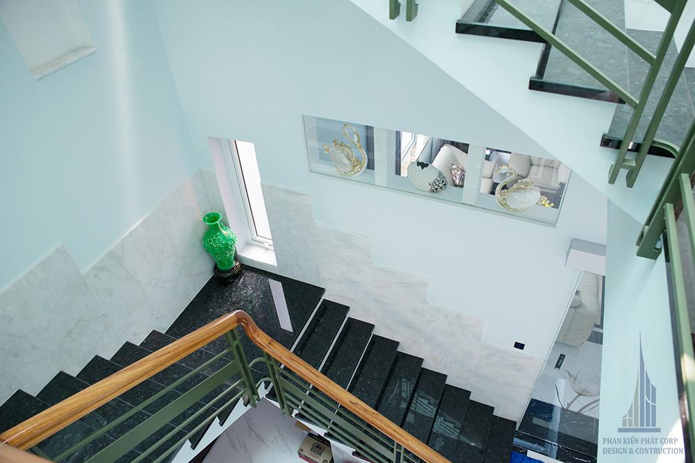 Công trình biệt thự hiện đại 3 tầng góc view 11