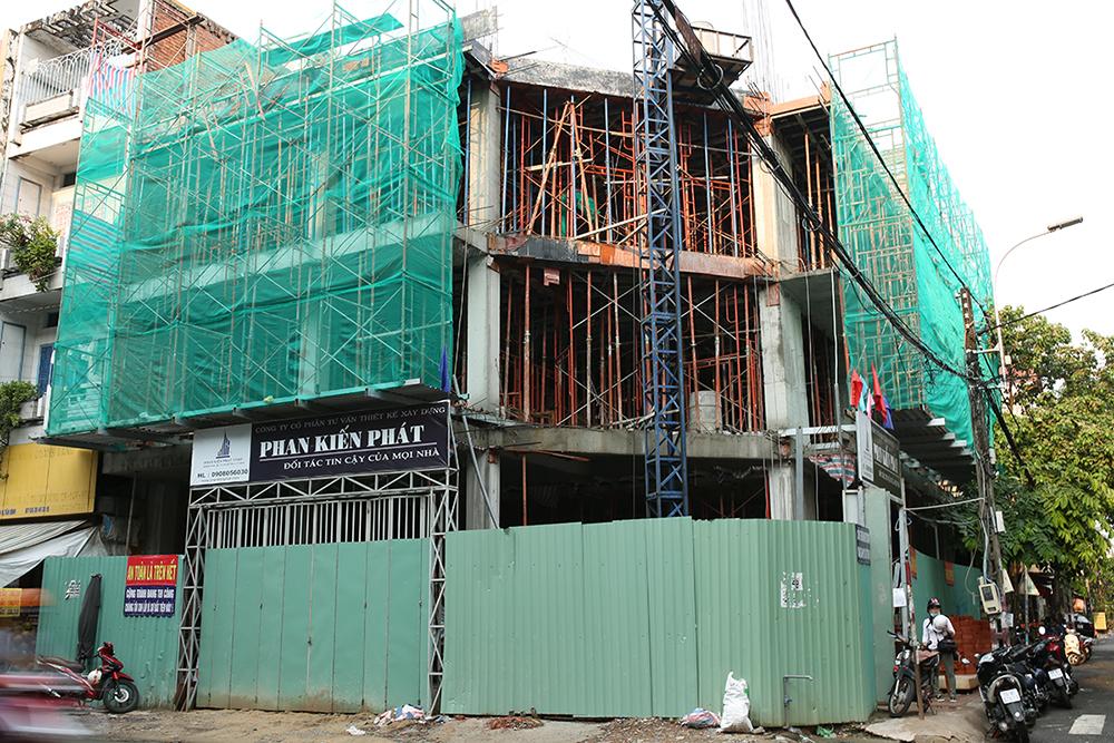 Công trình tòa nhà văn phòng do Phan Kiến Phát thiết kế thi công góc view 15