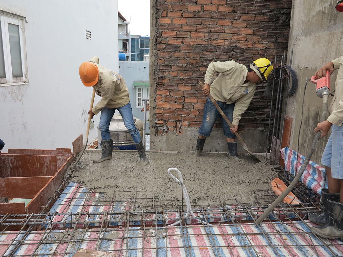 Đổ bê tông sàn tầng 2 view 2