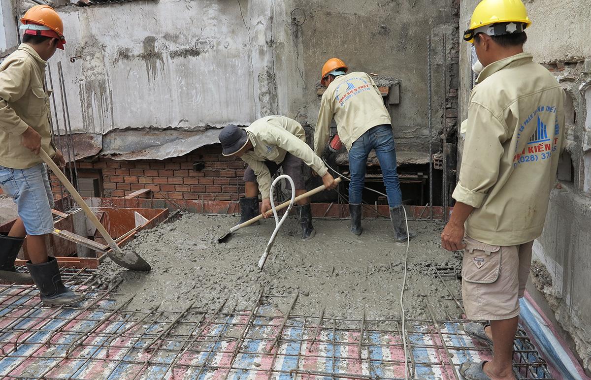 Đổ bê tông trộn tại công trình