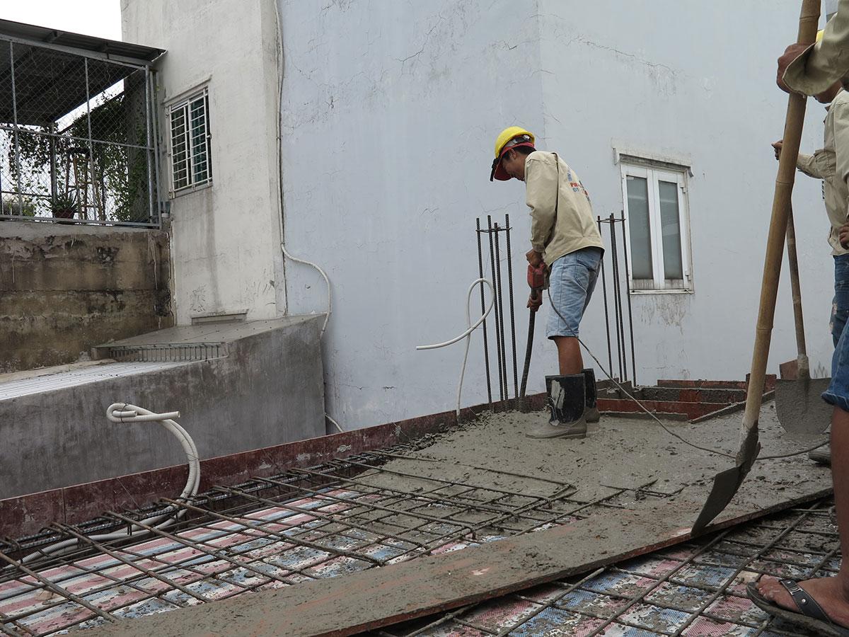 Dùi bê tông sàn tầng 2 view 2