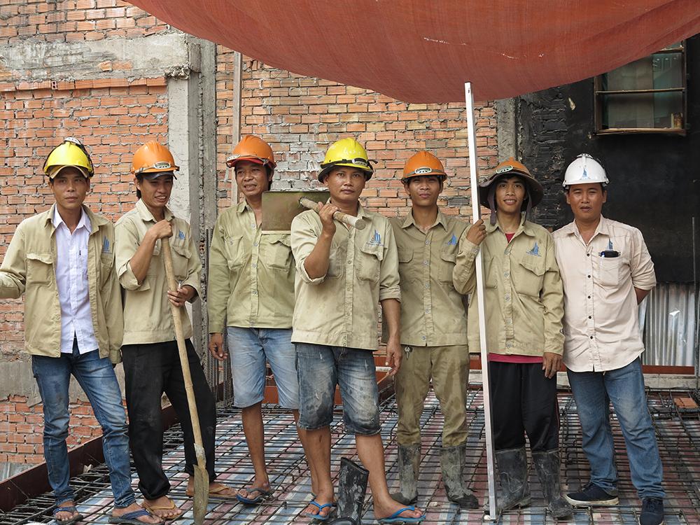 Đội thợ làm sắt sàn & cốt pha tầng lửng