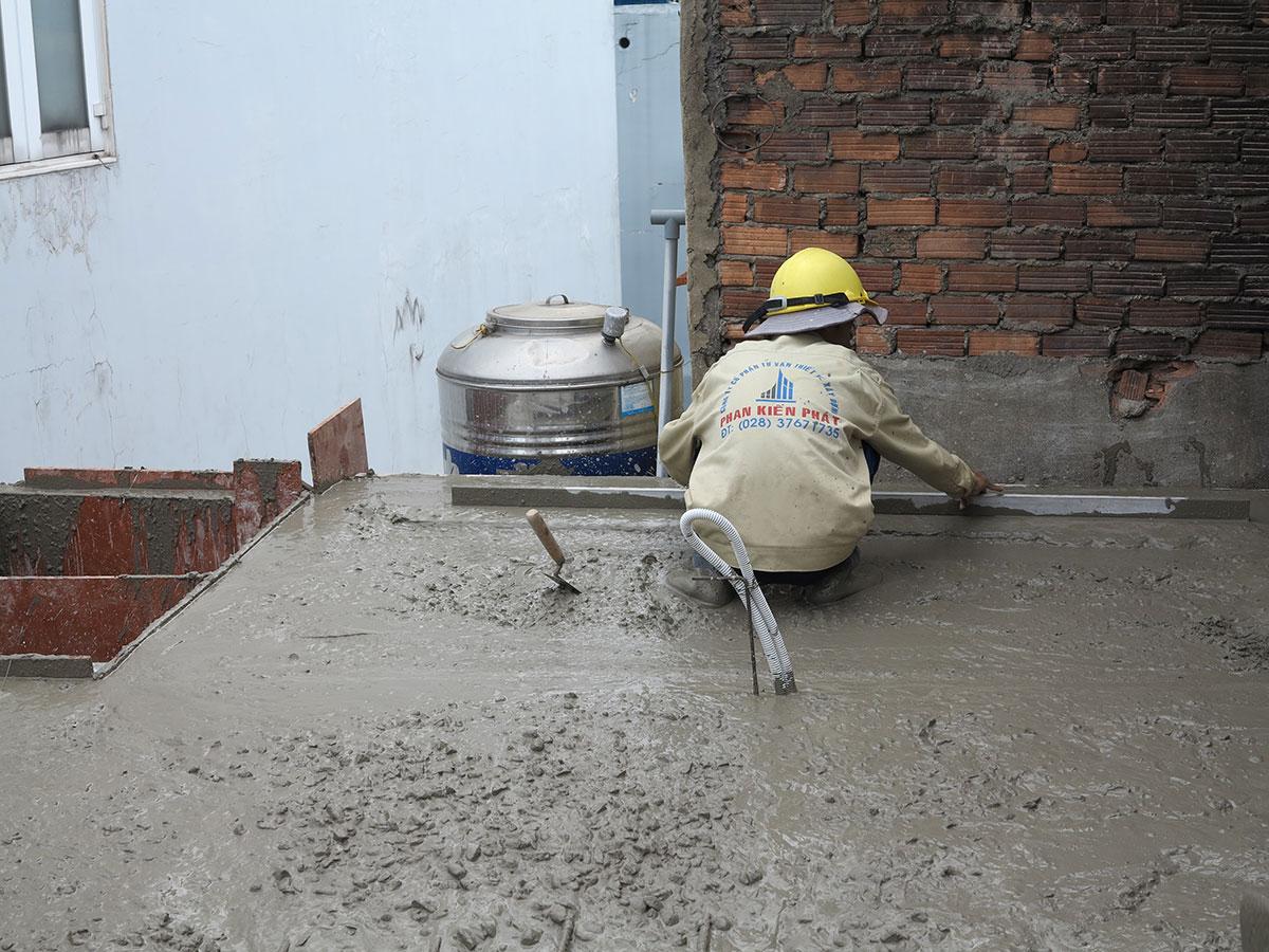 Làm láng bề mặt bê tông sàn tầng 2 view 1