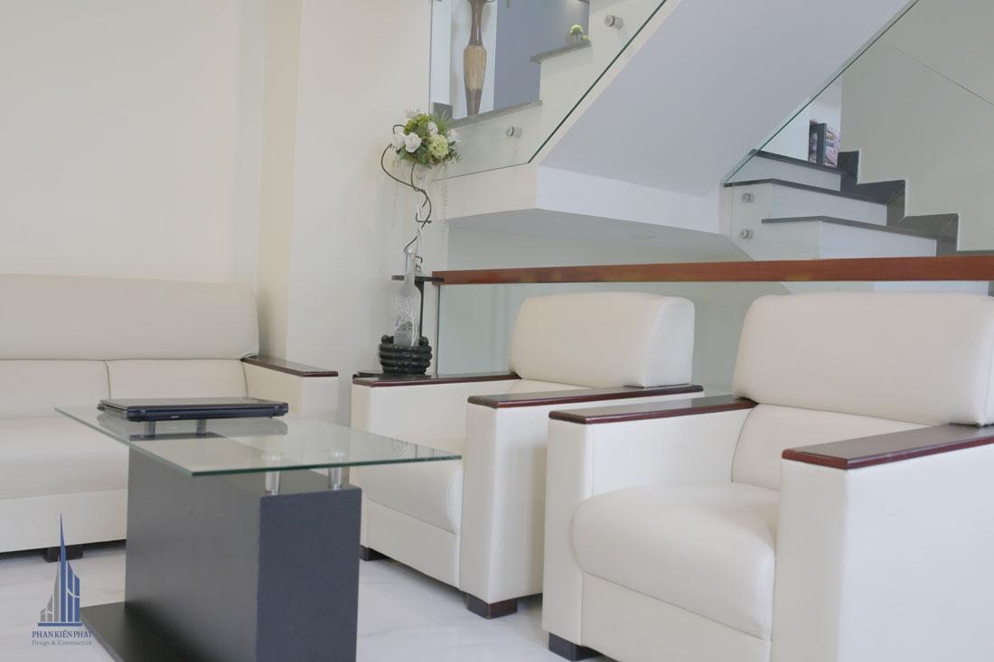 Bộ Ghế Sofa Kết Hợp Với Chiếc Bàn Độc Đáo, Nhỏ Gọn, Bắt Mắt Giúp Phòng Khách Thêm Nổi Bậc